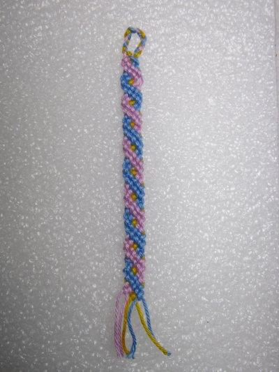 Macramé : un essai de bracelet