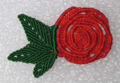 Macramé : la rose rouge