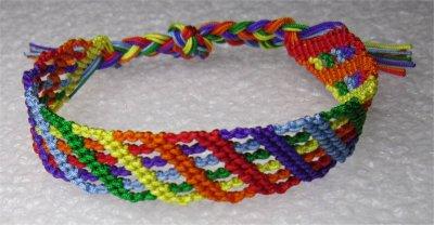 Macramé : bracelet Candy Stripe