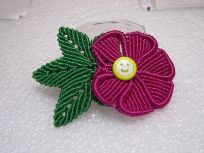 Macramé : une barrette avec fleur et feuille