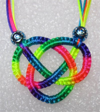 Macramé : collier multicolore 1