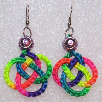 Macramé : boucles d'oreilles multicolores 1