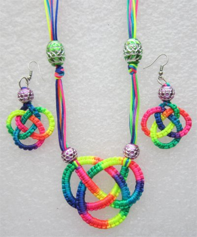 Macramé : collier multicolore 2
