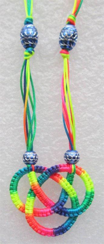 Macramé : collier multicolore 3