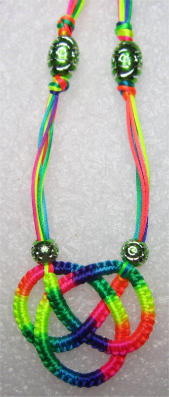 Macramé : collier multicolore 4