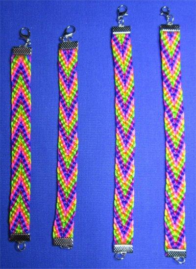 Kumihimo : bracelets chevrons 8 à 11 montés