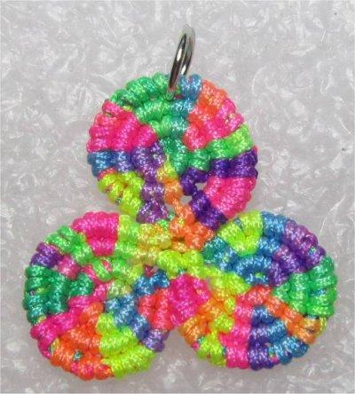 Macramé : triskel multicolore 1