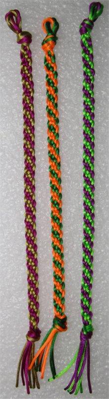 Kumihimo : bracelets plats à rayures obliques 20 à 22