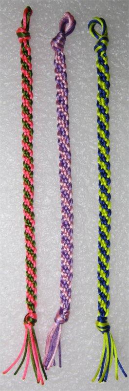 Kumihimo : bracelets plats à rayures obliques 23 à 25