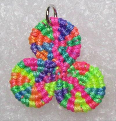 Macramé : triskel multicolore 2