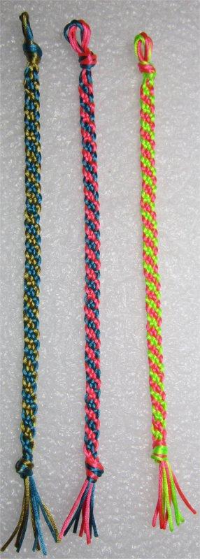Kumihimo : bracelets plats à rayures obliques 26 à 28