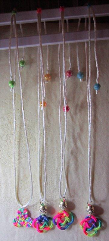 Macramé : les colliers montés 1