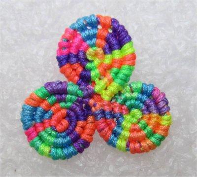 Macramé : triskel multicolore 4