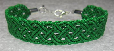 Macramé : bracelet celtique 2 monté