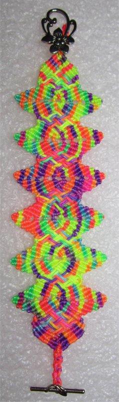 Macramé : Bracelet Flower Petal multicolore
