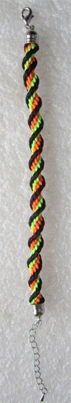 Kumihimo : bracelet spirale 23 monté