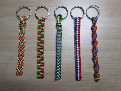 Kumihimo : 5 porte-clés montés