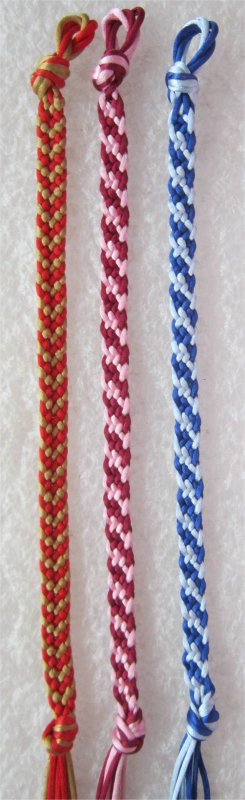 Kumihimo : bracelet chevron 21 et bracelets rayures obliques 45 et 46