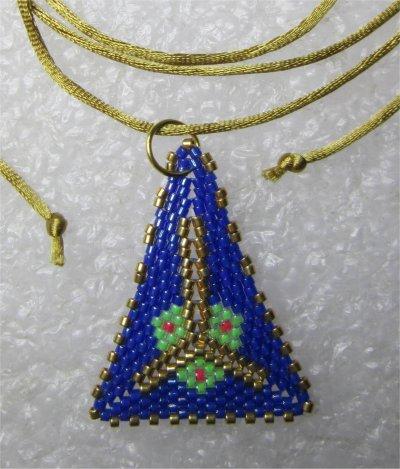 Perles : pendentif triangulaire bleu