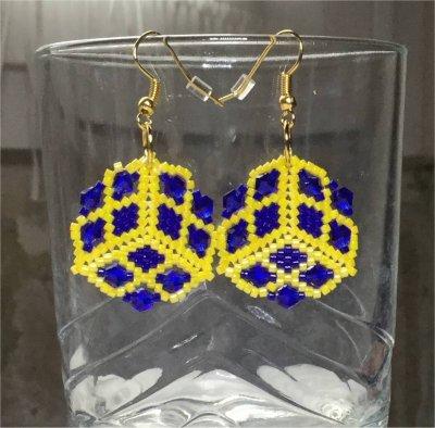 Perles : boucles d'oreilles triangulaires avec toupies