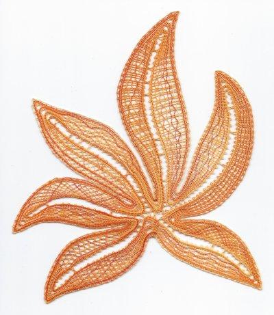 Dentelle : fleur en galons hongrois (fin)