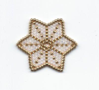 Perles : une étoile en Miyuki Delicas