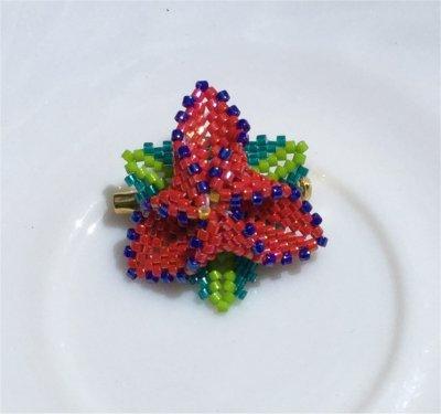 Perles : broche fleur 1