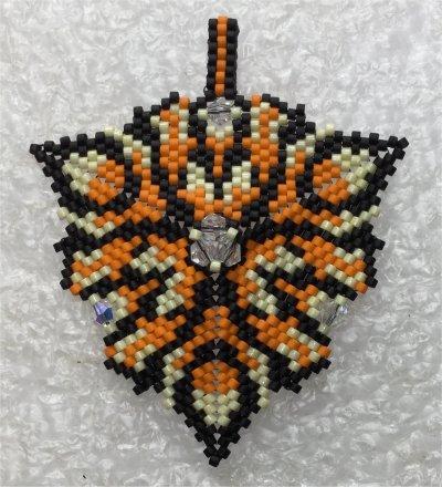 Perles : pendentif triangulaire avec toupies 2