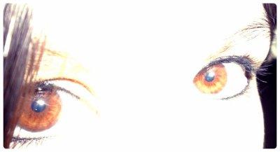 Elle a les yeux révolvers, elle a le regard qui tue !