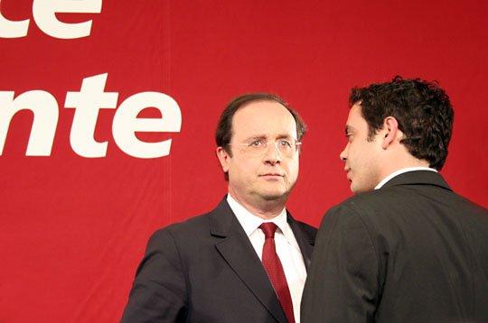 Et les médias continuent de vous manipuler avec des portraits exclusifs de Hollande tous les soirs au JT pour influencer votre choix politique. Ouvrez les yeux bon Dieu.