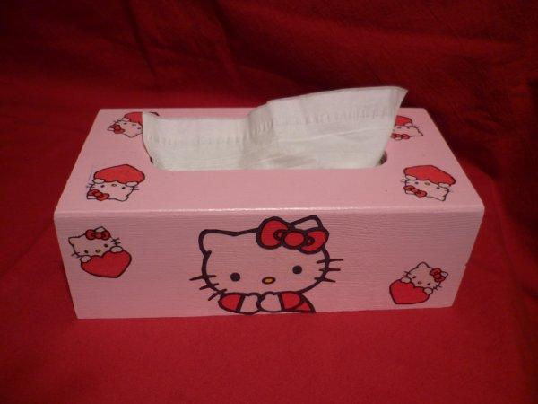 Une boîte mouchoirs, hello kitty