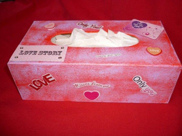 Boîte mouchoir love