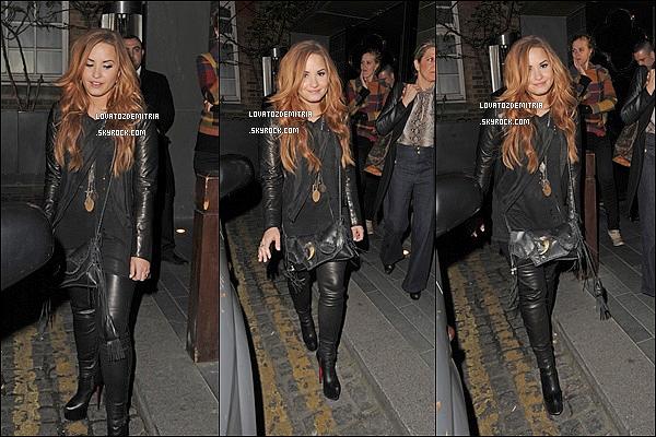 """.  2/03/2012 : Demi Lovato toujours aussi magnifique quittant un restaurant durant la nuit à Londres.+ Découvrez le clip """" Give Your Heart a Break"""" Demi est juste sublime ! !."""