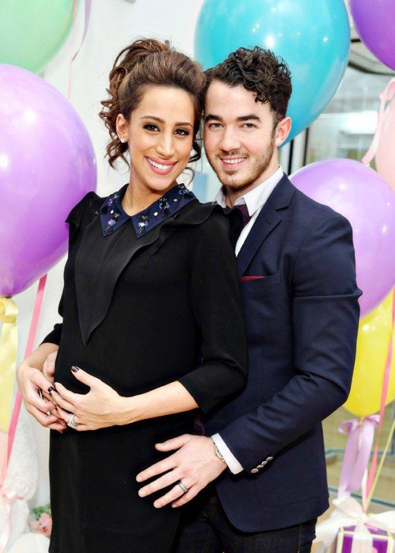 Une fête avant l'arrivée de baby Jonas