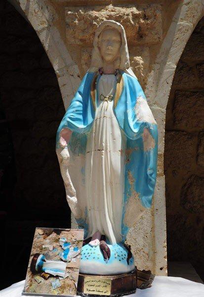 ERTV : l'armée syrienne remet en place une statue de la Sainte Vierge à Maaloula