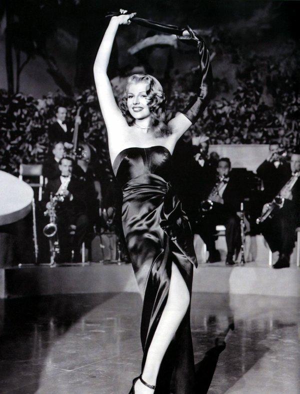 « Plus qu'une femme, Rita Hayworth est l'une des incarnations de notre principal mythe national. Elle est la Déesse de l'amour »
