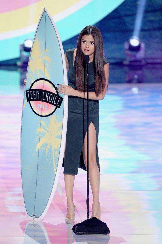Teen Choice Awards selena <3 , pretty little liars <3