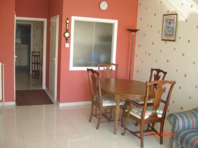 salle a manger et passe plats cuisine location a la panne. Black Bedroom Furniture Sets. Home Design Ideas