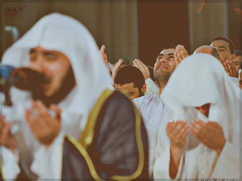 Le musulman sincère Est un miroir pour son frère L'aide à se corriger En lui offrant son vrai reflet