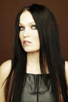 la chanteuse de nightwish  le batteur le pianiste le bassiste et le guitariste