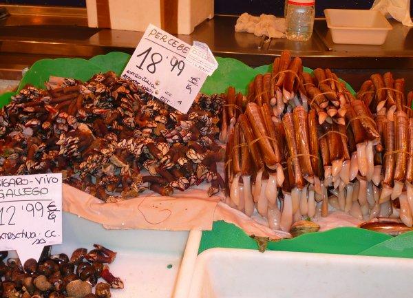 Pousse-pied et couteaux au marché de Barcelone