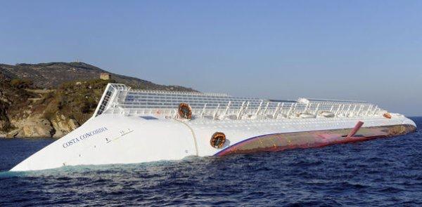 """Naufrage du """"Costa Concordia"""" : le capitaine aurait voulu faire plaisir à un serveur"""