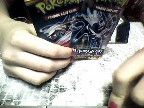 L'ouverture de 2 boites en cartons pokémon Plasma Blast (cartes en anglaise) Vendredi 13.09.2013