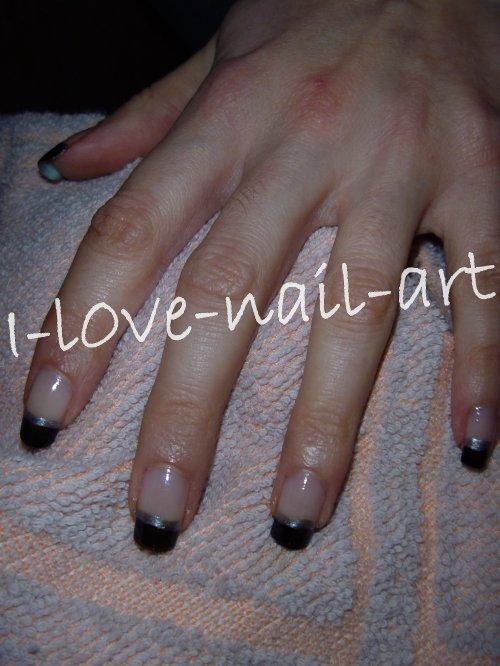 Nail art noir avec trait argenté