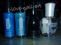 Nail art noir avec coeur bleu