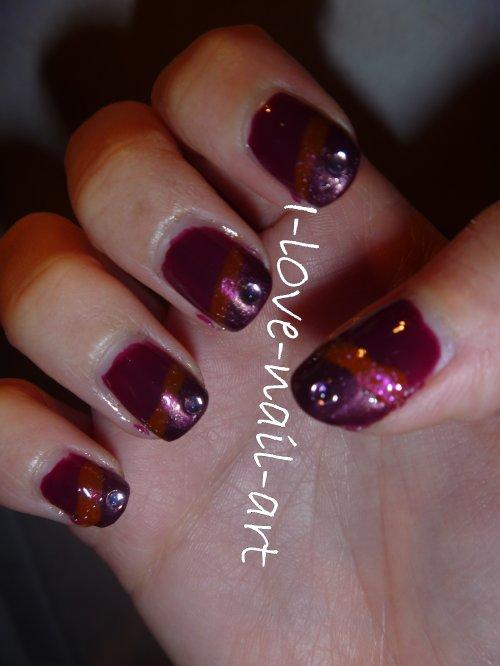 Nail art tout en violet, du laqué, du brillant des paillettes et des strass