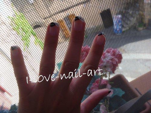 Nail art noir et blanc :)