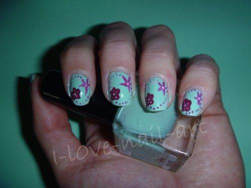 Nail art vert avec fleurs & points rose et violet