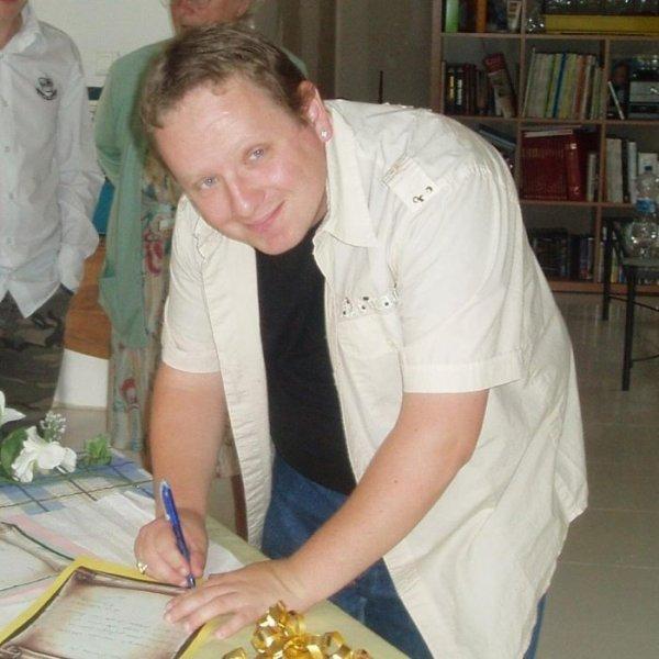 christof149  fête ses 37 ans demain, pense à lui offrir un cadeau.Aujourd'hui à 00:00