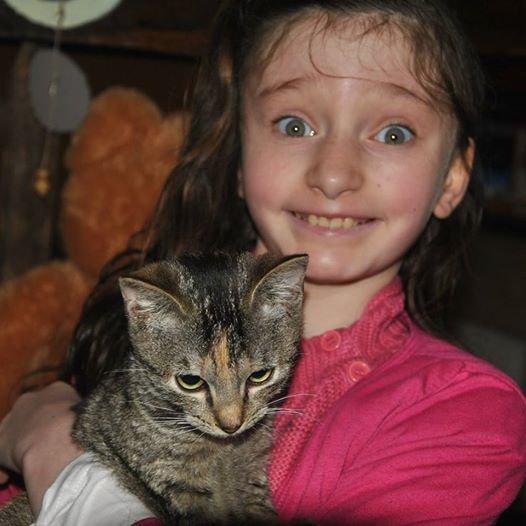elodie jolie avec notre chat mimi..